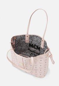 MCM - SHOPPER PROJECT VISETOS MEDIUM SET - Shopping bag - powder pink - 3