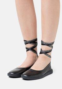 Oa non fashion - Ankle strap ballet pumps - nero - 0