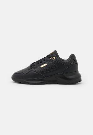 FAZE - Trainers - black