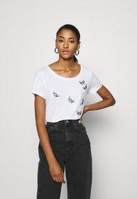 ONLY - ONLKITA WILD - Print T-shirt - cloud dancer - 0