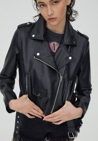 PULL&BEAR - Faux leather jacket - black - 4