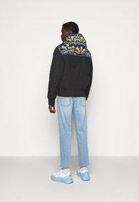 Versace Jeans Couture - CRINKLE  - Veste mi-saison - black - 2