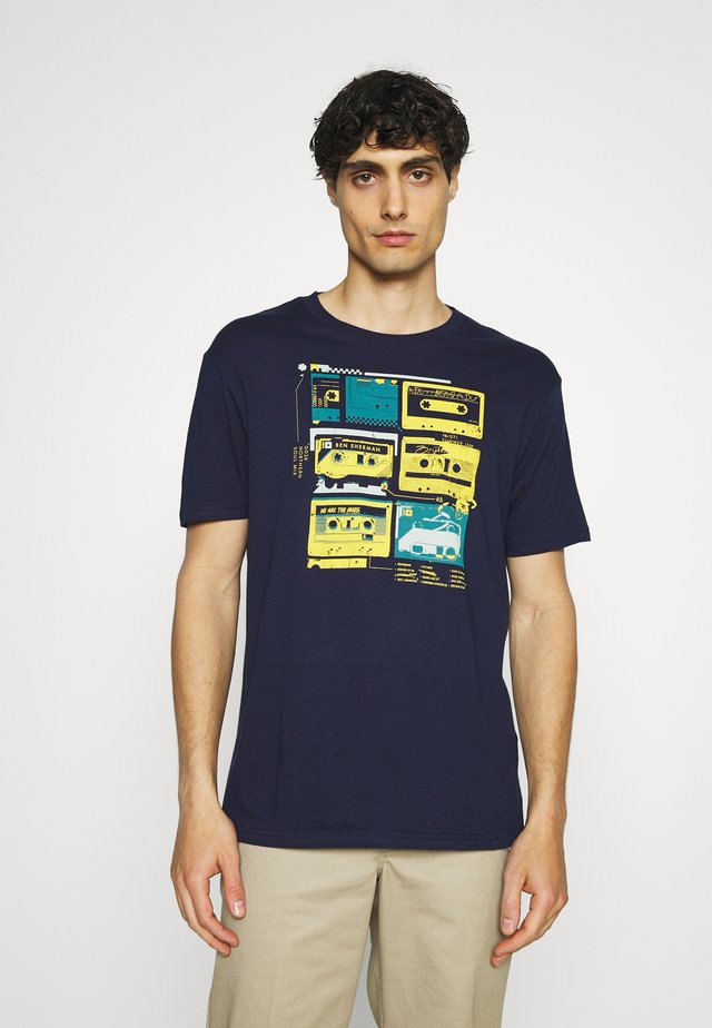 THE LOST TAPES TEE - T-shirt imprimé - marine