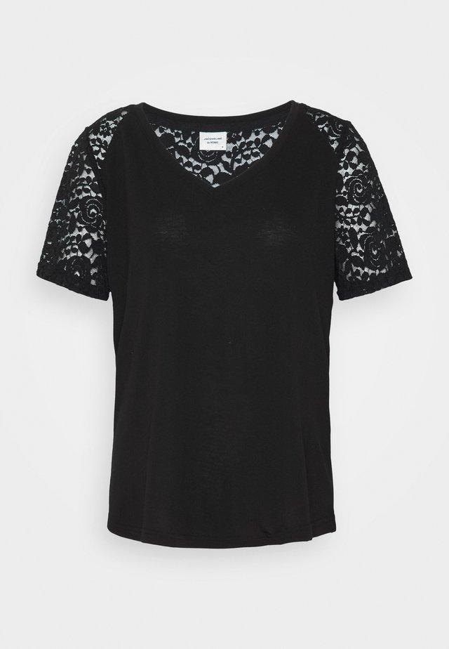 JDYSTINNE - T-shirt con stampa - black