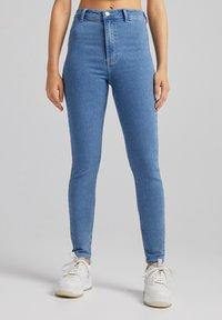 Bershka - SUPER HIGH WAIST - Jeans slim fit - blue denim - 0
