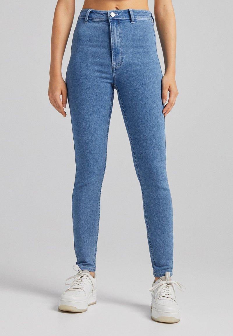 Bershka - SUPER HIGH WAIST - Jeans slim fit - blue denim