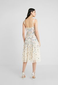 Needle & Thread - WILDFLOWER SEQUIN MIDI DRESS - Cocktailklänning - champagne - 2