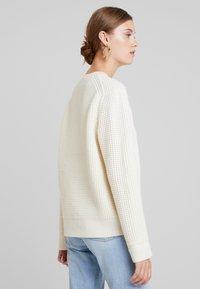 Calvin Klein - TEXTURE CREW NECK - Jumper - white - 2