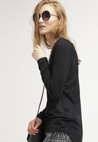ONLY - ONLMILA LACY LONG - Strickpullover - black