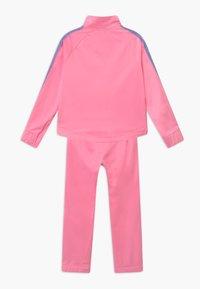 Nike Sportswear - COLORSHIFT TAPING TRICOT SET - Tepláková souprava - pink - 1