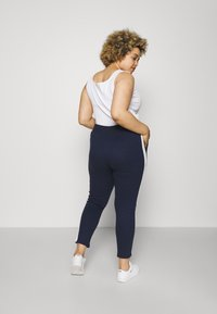 CAPSULE by Simply Be - SIDE STRIPE  - Tracksuit bottoms - navy/ivory - 2