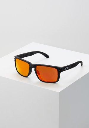 HOLBROOK - Sluneční brýle - prizm ruby