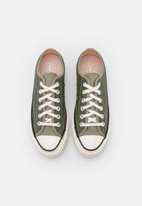 Converse - CHUCK 70 CROCHET TWIST - Sneakers basse - light field surplus/crimson tint/egret - 5