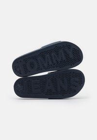 Tommy Jeans - ESSENTIAL POOL SLIDE - Sandali da bagno - twilight navy - 5