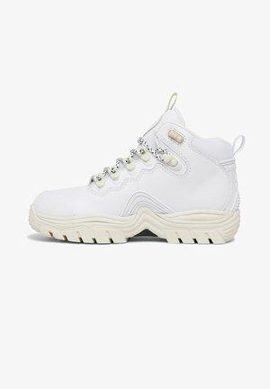 NAVIGATOR - Winter boots - white/black/white