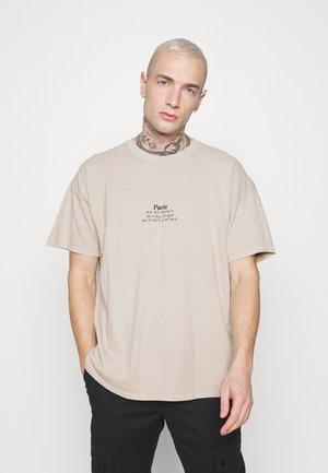 PARIS HERITAGE TEE - T-shirt con stampa - stone