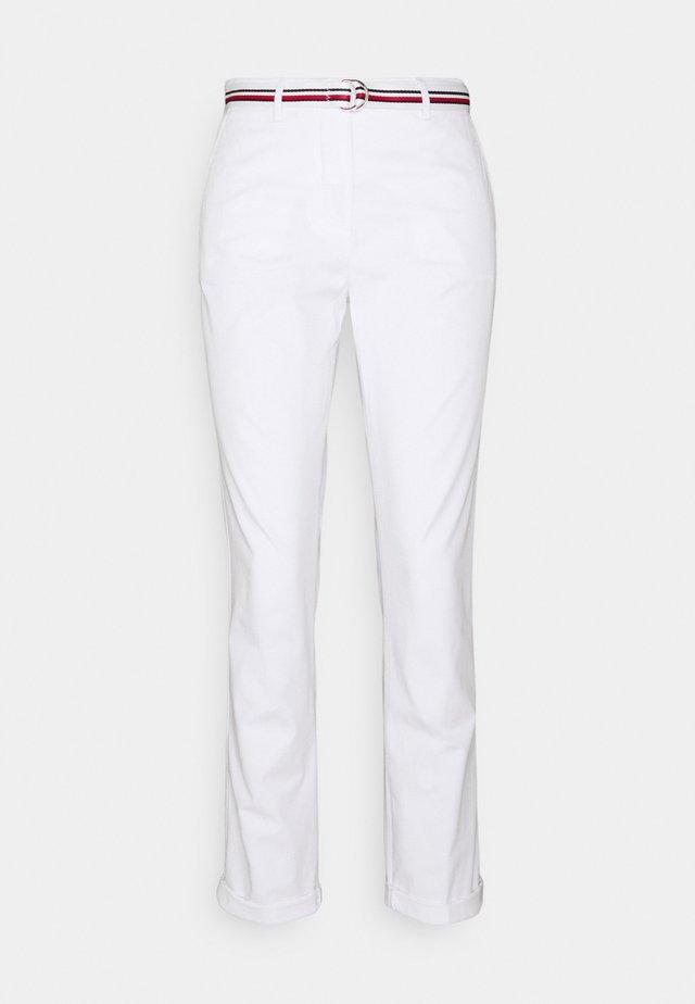 CHINO SLIM PANT - Chino - white