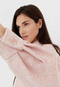 Stradivarius - Lehká bunda - pink - 3