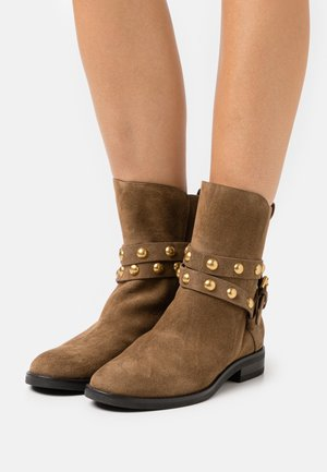 Classic ankle boots - terra