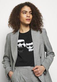KARL LAGERFELD - IKONIK CHOUPETTE TEE - Print T-shirt - black - 3