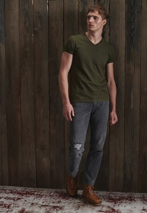 CLASSIC V-NECK - T-shirt print - winter khaki grit