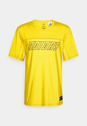 HYPE TEE - Print T-shirt - yellow