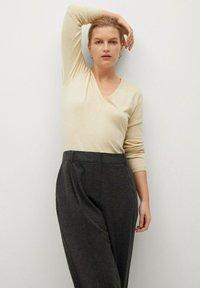 Violeta by Mango - COZY - Trousers - dunkelgrau meliert - 3