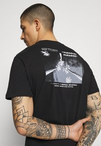 Only & Sons - ONSPASTE LIFE TEE - Print T-shirt - black - 4