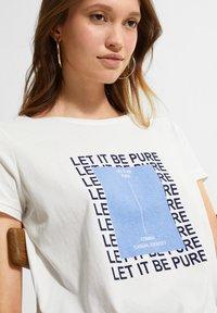 comma casual identity - MIT STATEMENT-PRINT - Print T-shirt - white pure print - 3
