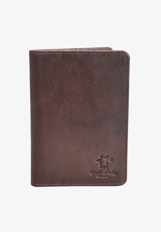 BRODIE - Passport holder - weinrot