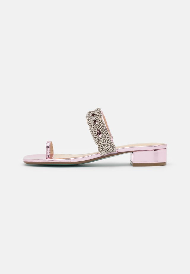 INDIE - Sandaler m/ tåsplit - rose
