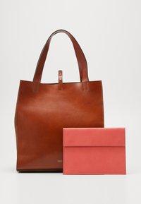CLOSED - HOPE LONG TOTE SET - Tote bag - antique wood - 6