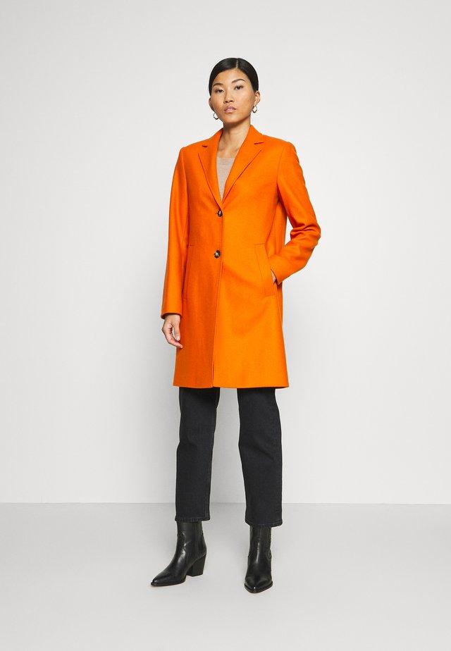 SINGLE BREASTED WELT POCKETS - Klasický kabát - pumpkin orange