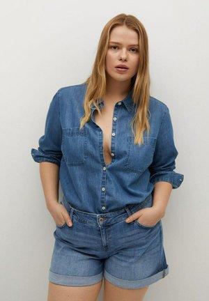 VICKY - Shorts di jeans - mittelblau