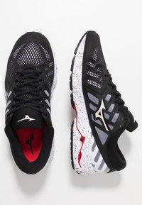 Mizuno - WAVE ULTIMA 11 - Neutral running shoes - white/black - 1