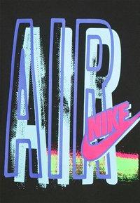 Nike Sportswear - TEE AIR LOOSE FIT - T-shirt med print - black - 5