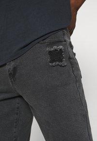Mennace - ON THE RUN  - Jeans baggy - black - 5