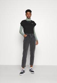 Pepe Jeans - BLOOM - Basic T-shirt - black - 1