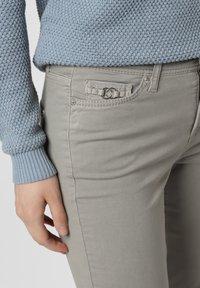 Cambio - PIPER - Slim fit jeans - schilf - 2