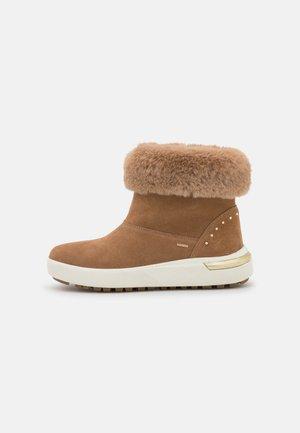 DALYLA ABX - Winter boots - tobacco