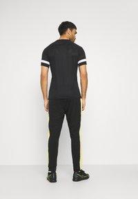 Nike Performance - ACADEMY PANT - Teplákové kalhoty - black/saturn gold/white - 2