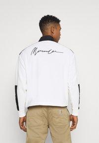 Mennace - LOOPBACK FUNNEL NECK OVERHEAD - Sweatshirt - white - 2
