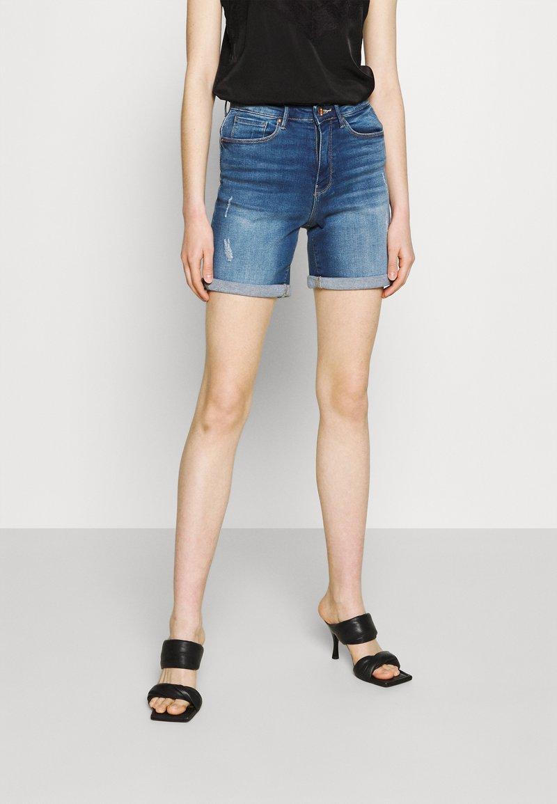 ONLY - ONLPAOLA LIFE - Denim shorts - medium blue denim