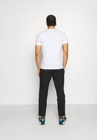 Columbia - RAPID RIDGE™ GRAPHIC TEE - Print T-shirt - white triple peak - 2