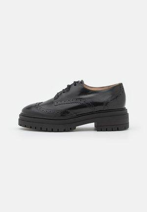 MAYLI - Šněrovací boty - noir