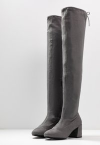 Miss Selfridge Wide Fit - WIDE FIT OSLO LOW BLOCK - Over-the-knee boots - charcoal grey - 4
