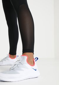 Nike Performance - Legging - black/white