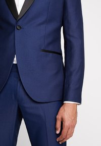 Isaac Dewhirst - FASHION TUX - Garnitur - dark blue - 12