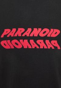 CORELLA - PARANOID UNISEX - Printtipaita - black - 2