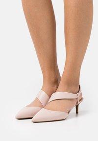MICHAEL Michael Kors - JULIET FLEX KITTEN - Classic heels - soft pink - 0